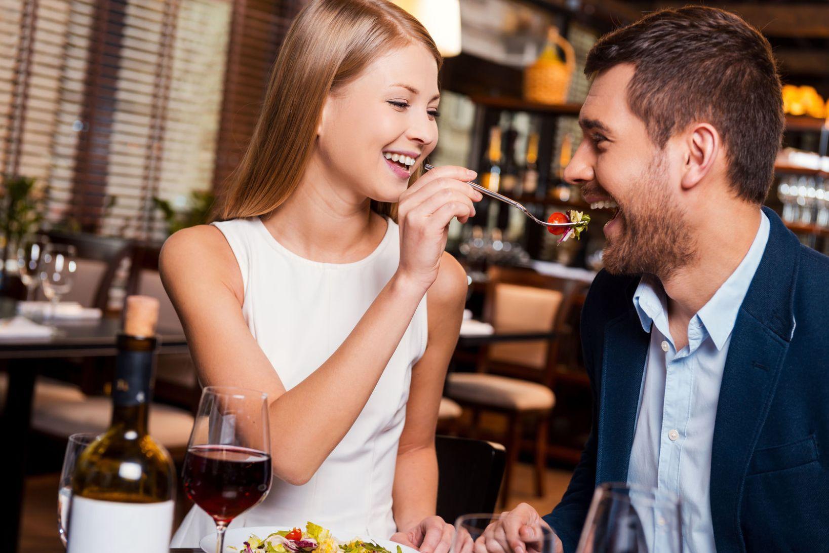 남자들이 여자랑 밥 먹을 때 조심해야 할 것은?