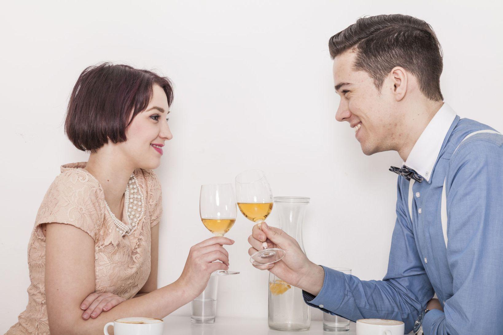 커피 vs 술, 소개팅할 땐 뭘 마시는 게 좋을까?